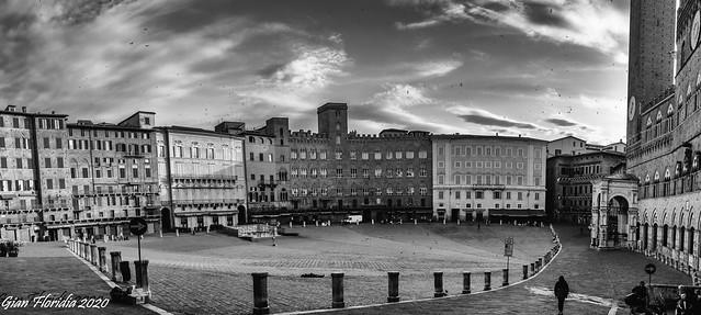 Piazza del Campo semideserta