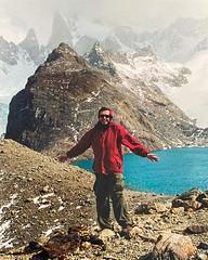 Llegar a la Laguna de los tres en trekking desde #elchalten es algo increíble. La última hora es en una gran subida... que termina con esta imagen y las ganas de retratarlo así. Tomada en febrero de 2001 en #35mm ;) Ya volveremos a viajar ! #yomequedoenca