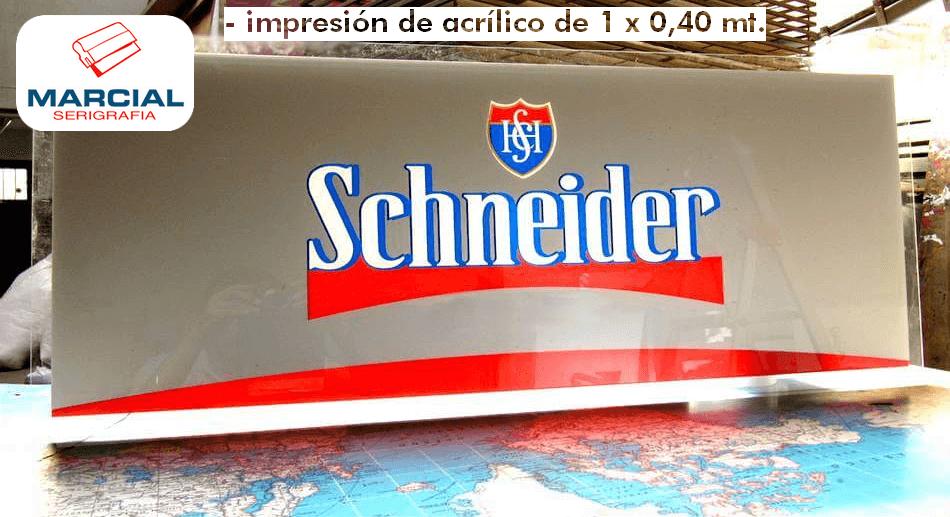 """Serigrafía sobre material acrílico de la marca de cerveza """"Schneider"""" hecho a 3 colores + Blanco apto para transiluminar, más color aluminio Blackout (que no deja pasar la luz). Impreso por Marcial Serigrafia."""