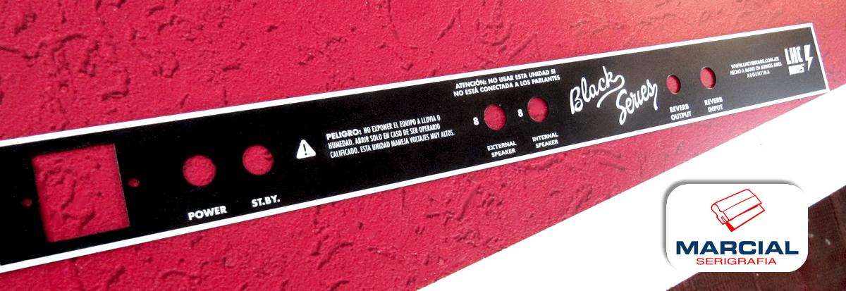 Impresion serigráfica a 1 color sobre placas metálicas esmaltadas para LHC amps e impreso por Marcial Serigrafía.