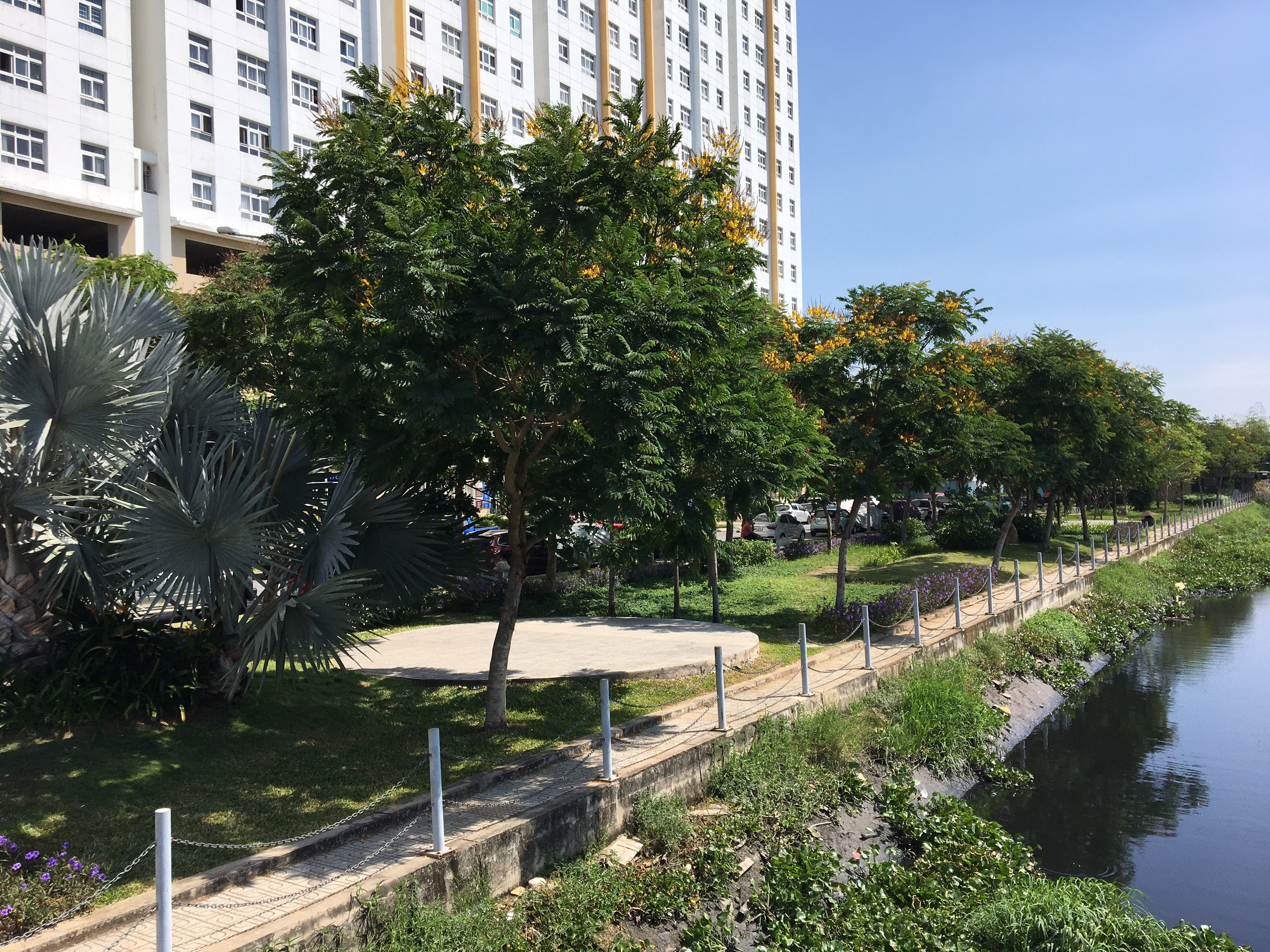 Công viên cây xanh Sunview Town bên bờ kênh Gò Dưa tạo không gian trong lành gần gũi thiên nhiên