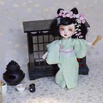 Mini Maiko: Tomu in green kimono, modeling sakura set.
