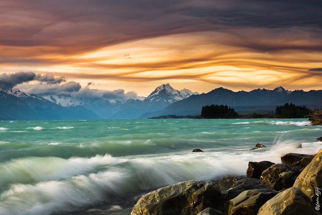 New Zealand / Lake Pukaki at a windy evening
