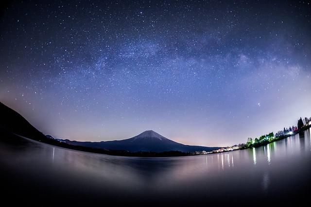 Mt.Fuji under the Arch of Milkyway 2020/3/21 4:06AM