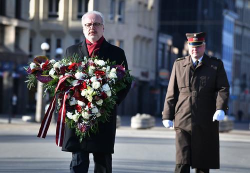 25.03.2020. Valsts prezidents privāti noliek ziedus pie Brīvības pieminekļa, pieminot komunistiskā genocīda upuru piemiņu