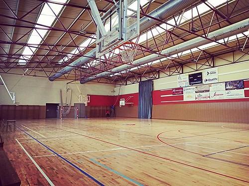 El #Pavelló Poliesportiu Municipal té activitat més de 300 dies a l'any aproximadament. Aquests dies s'està realitzant una neteja desinfectant a fons com no s'ha pogut fer mai a punt per a qualsevol contingència #Gelida #Penedès #joactuo #quedatacasa