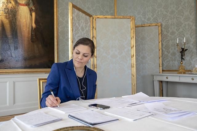 Kroonprinses Victoria en Prins Daniel van Zweden werken via videogesprekken (2020)