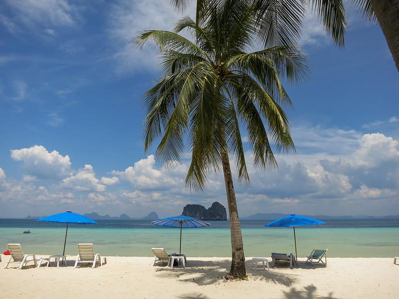 Beach overlooking the island of Ko Maa