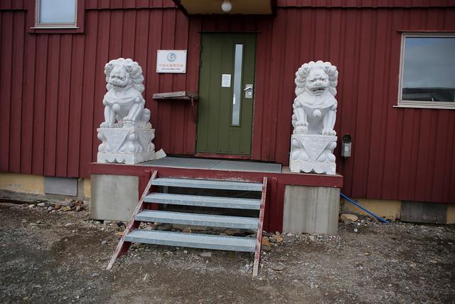 Chinese research building, Polar Bear warning sign, Ny-Ålesund
