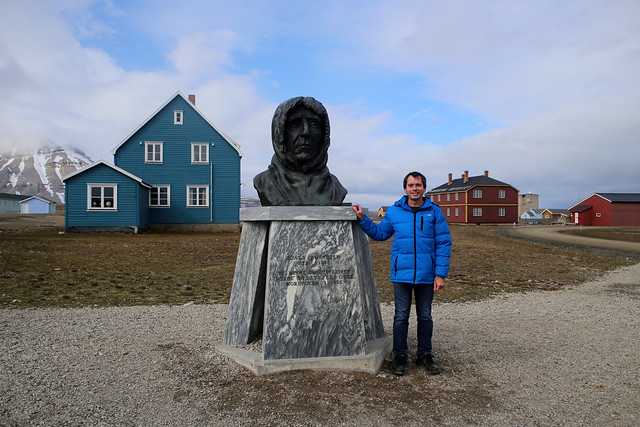 Me beside bust of Roald Amundsen, Ny-Ålesund