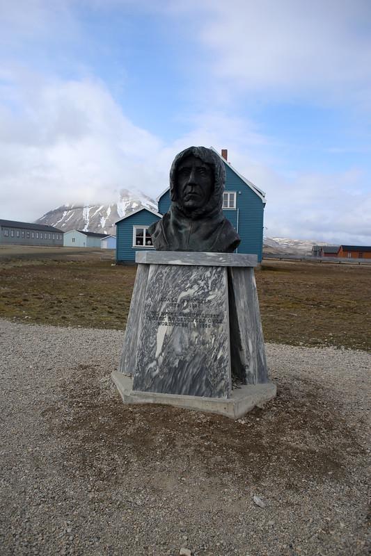 Bust of Roald Amundsen Ny-Ålesund