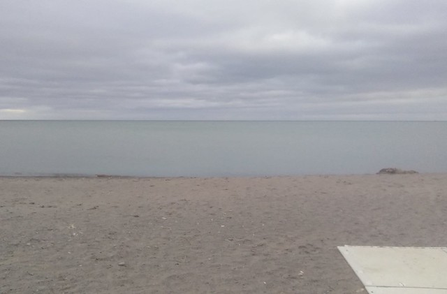 Horizon #toronto #woodbinebeach #beach #horizon #latergram
