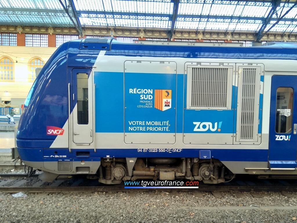 La rame Z23550 SNCF arborant la livrée ZOU! de la Région Sud Provence-Alpes-Côte d'Azur