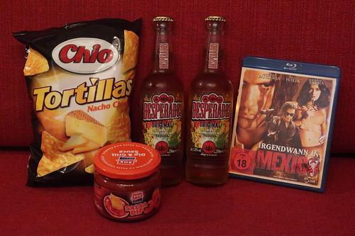 """Desperados (= Tequila Flavoured Bier) und Tortilla Chips Nacho Cheese mit Salsa Dip zum Film """"Irgendwann in Mexico"""""""