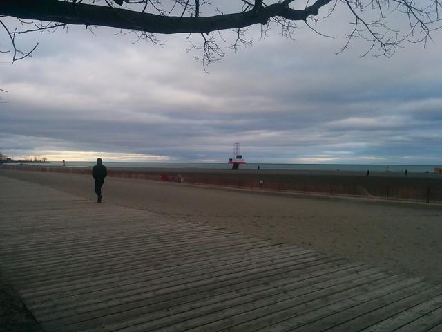East along the beach #toronto #woodbinebeach #winterstations #beach #boardwalk #publicart #latergram