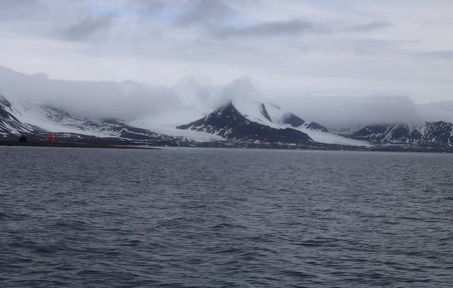 Heading for Ny-Ålesund