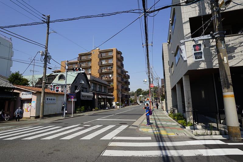 98東京いい道しぶい道池上道萬屋酒店の辻 この辻から本門寺の方へ右折 そのままあの此経難持坂という96段の石段を上れば境内だが 今回は本門寺には寄らず 左手にくねりと続いていく道を進む