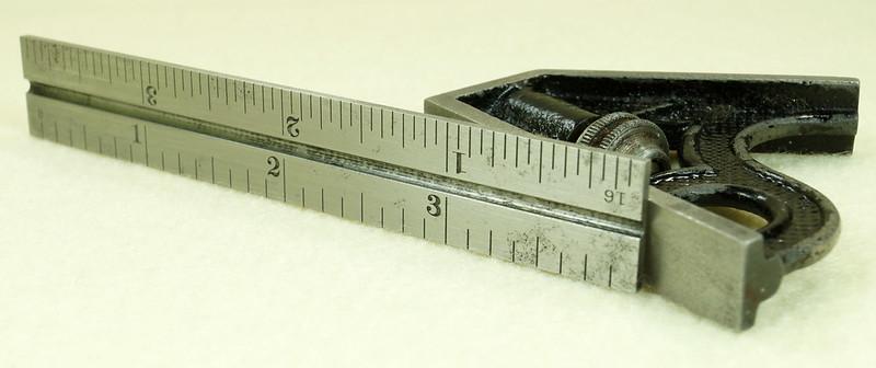 RD29585 Vintage Small L.S. STARRETT No 4 MACHINIST Adjustable 4 inch Combination Square DSC01615