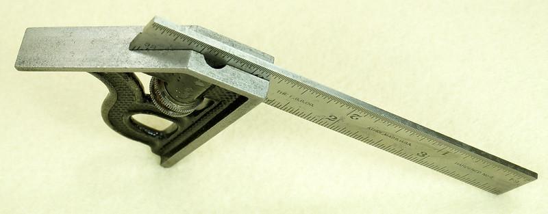 RD29585 Vintage Small L.S. STARRETT No 4 MACHINIST Adjustable 4 inch Combination Square DSC01612
