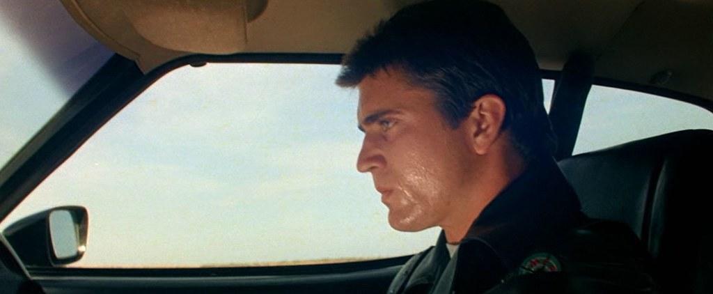 澳洲原汁原味的土法煉鋼魅力,在末日公路上奔馳:《衝鋒飛車隊》福特獵鷹「追緝號」