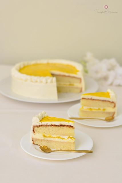 Homemade Lemon Cake with Lemon Curd