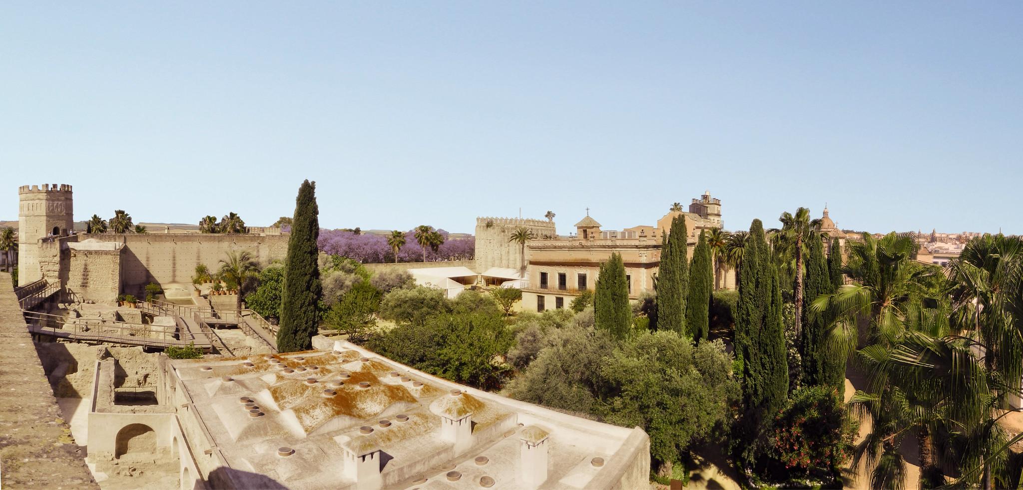 vistas del Palacio jardines Baños arabes, Muralla del Alcazar de Jerez de la Frontera Cadiz