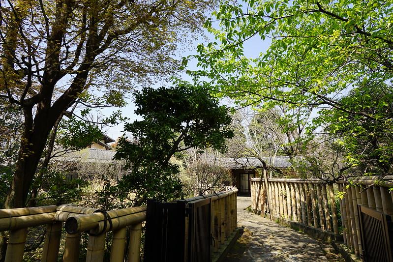 65東京いい道しぶい道池上道大田区立龍子公園 龍子は明治42年に少し海寄りの新井宿に来て以来 他界する昭和41年までこの記念館 旧居は向かい の地で暮らした生粋の馬込文化人といえる