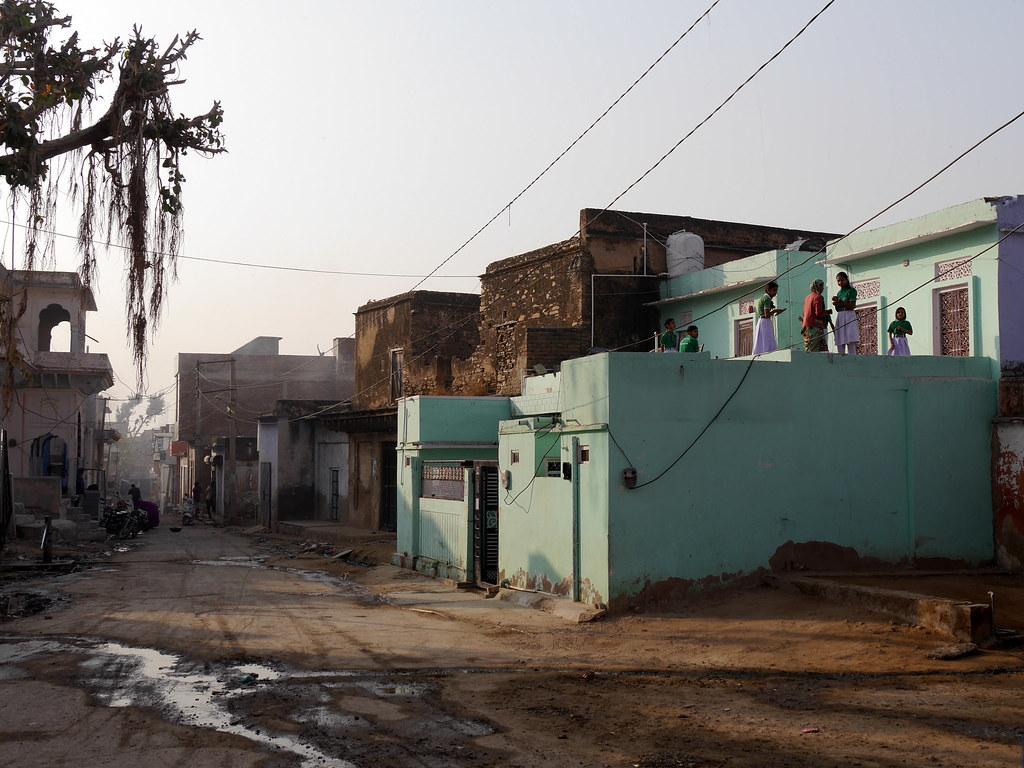 Départ pour l'école à Patan (Rajasthan) 49699966078_4dbbde287f_b