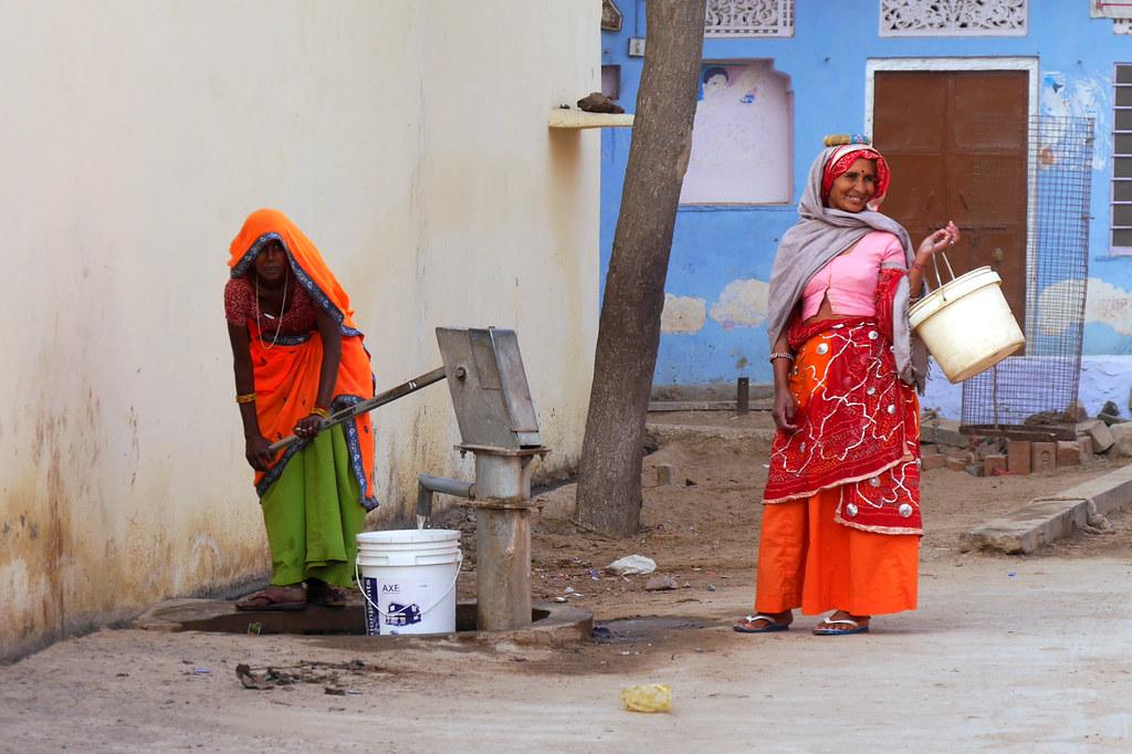 Départ pour l'école à Patan (Rajasthan) 49699966928_7f0600c42c_b
