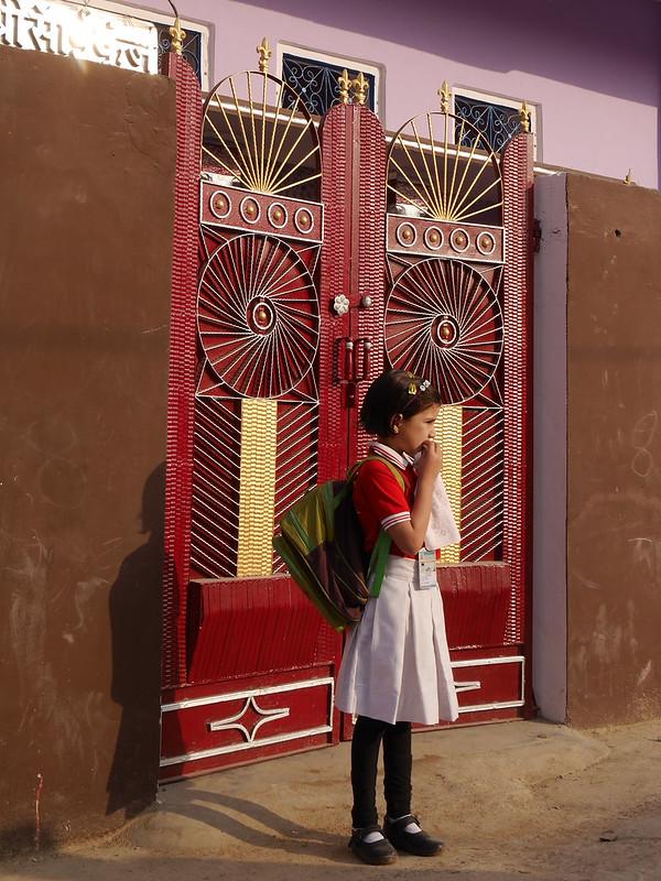 Départ pour l'école à Patan (Rajasthan) 49699967063_c432784bfb_c