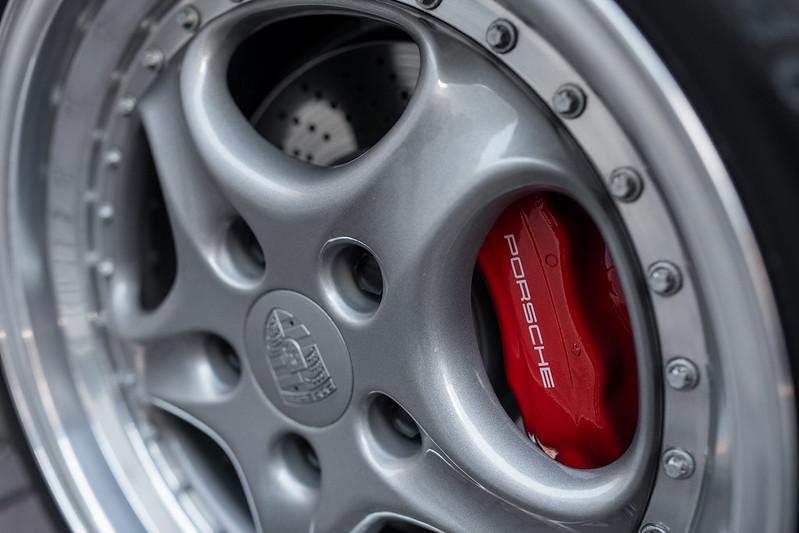 Porsche-911-GT2-10