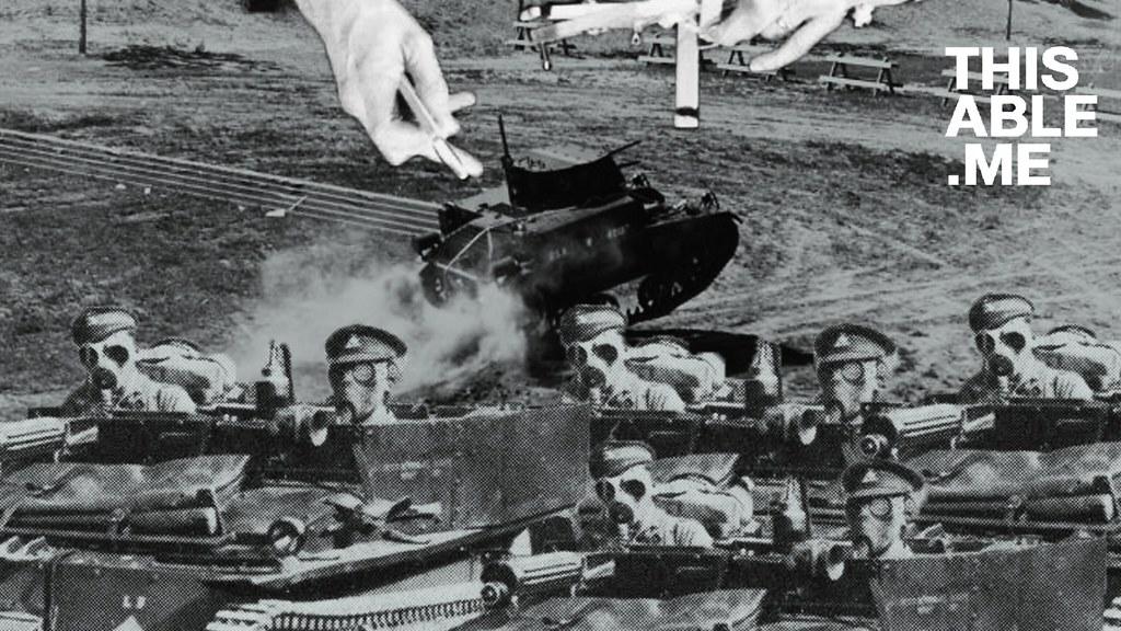 ภาพกลุ่มทหารกำลังถูกเชิดโดยมือปริศนาจากด้านบน