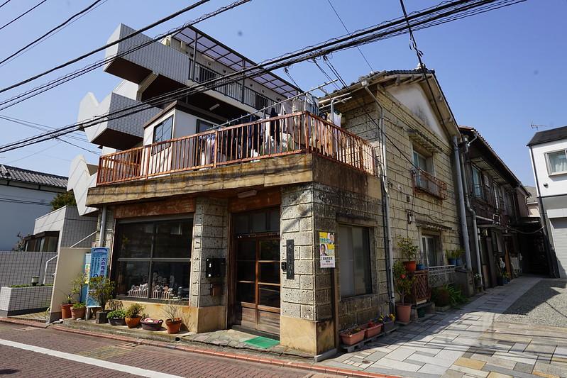 77東京いい道しぶい道池上道横山石材店 時折ぽつんと古い石屋があったり