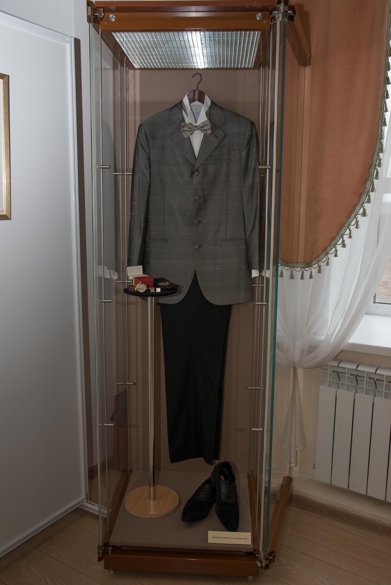 Концертный костюм. Фрагмент экспозиции. Личные вещи А.Д. Дементьева