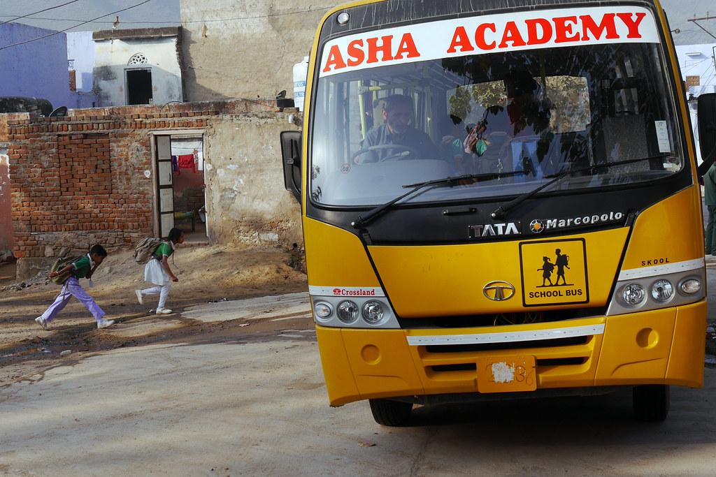 Départ pour l'école à Patan (Rajasthan) 49700805012_005b60ffb1_b
