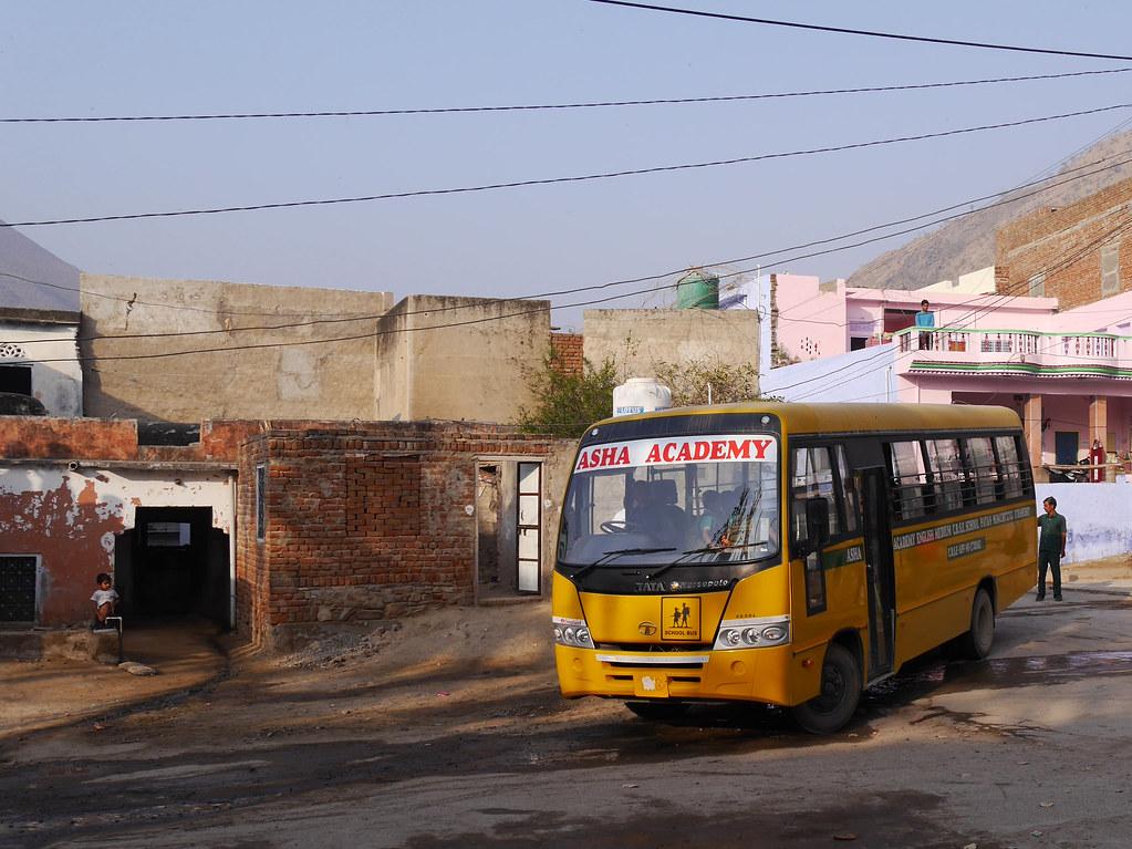 Départ pour l'école à Patan (Rajasthan) 49700805082_427e291e36_b