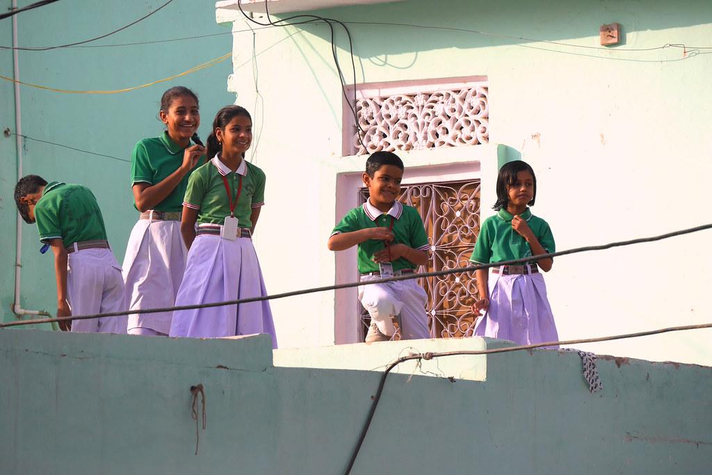 Départ pour l'école à Patan (Rajasthan) 49700805172_bc8b270dc1_b