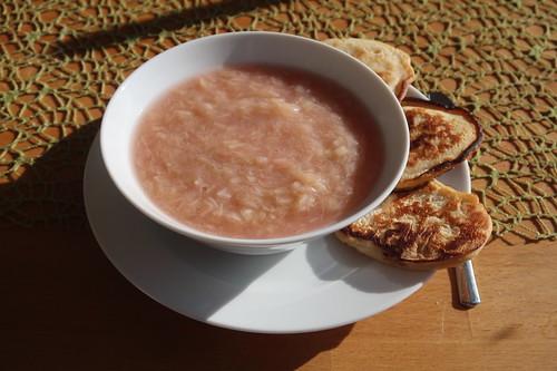 Joghurt-Pancakes zum heißen Rhabarberkompott