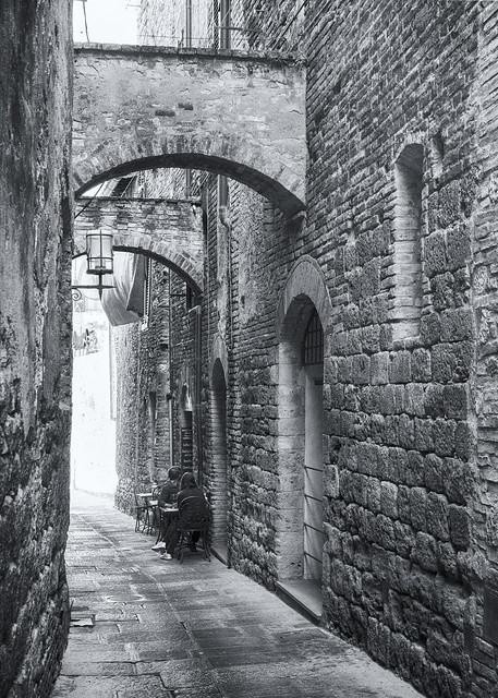 Street photography Italy - San Gimignano