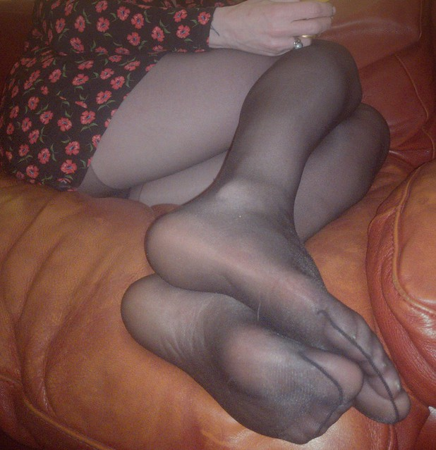 poppy dress black tights
