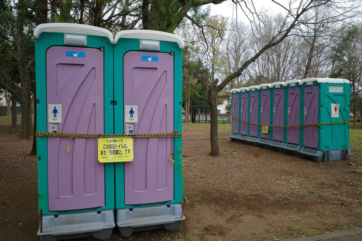 封鎖された仮設トイレ