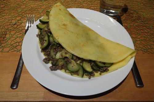 Maismehl-Pfannkuchen mit Zucchinihackfüllung