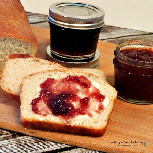 Homemade-Amish-White-Bread-on-cutting-board-with-homemade-jam