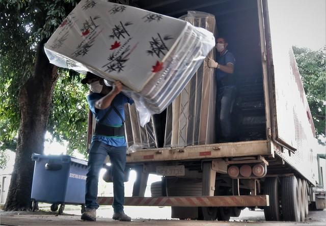 Empresa doa 500 colchões e travesseiros a abrigos do GDF