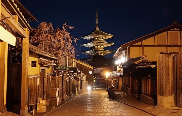 2020 - 0125 - JAPAN - Kyoto - Yasakadori