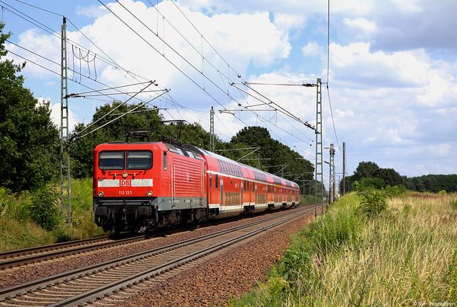 112 123 mit dem RE1 von Eisenhüttenstadt nach Magdeburg Hbf bei Jacobsdorf(Mark) am 22.07.14