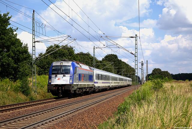 370 002 mit dem EC44 von Warschau nach Berlin Hbf bei Jacobsdorf(Mark) am 22.07.14