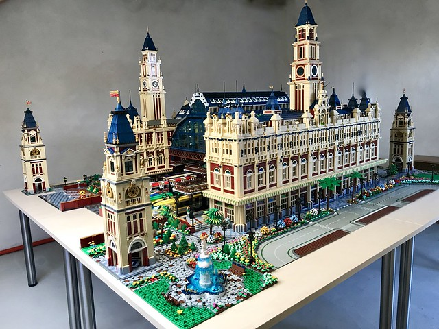60_Train Station Building complete incl. Trains