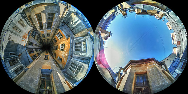 St.Petersburg yard well in 360 degrees