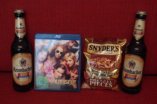 """Alkoholfreies Weizenbier und Snyders Honey Mustard & Onion Pretzel Pieces zum Film """"Die Goldfische"""""""